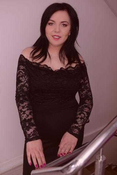 Carolyn Crosby - Escort Girl from Warren Michigan