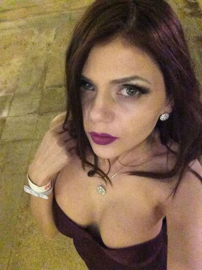 Elizabeth Garay - Escort Girl from Knoxville Tennessee