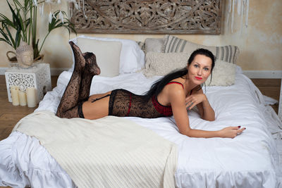 Elizabeth Nelson - Escort Girl from Warren Michigan